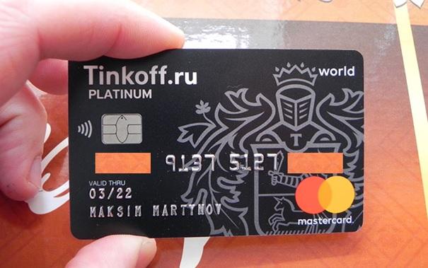 Банк выдает дебетовые карты с 14 лет.